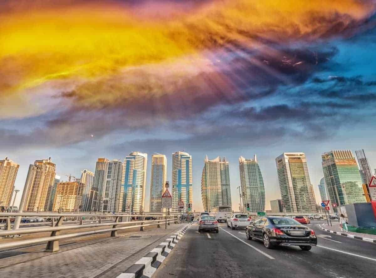 Living in Dubai Pros and Cons - traffic