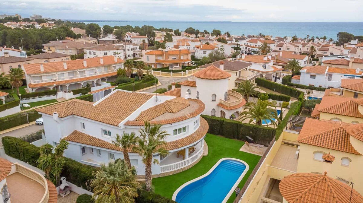 Buying a property in Spain - villas