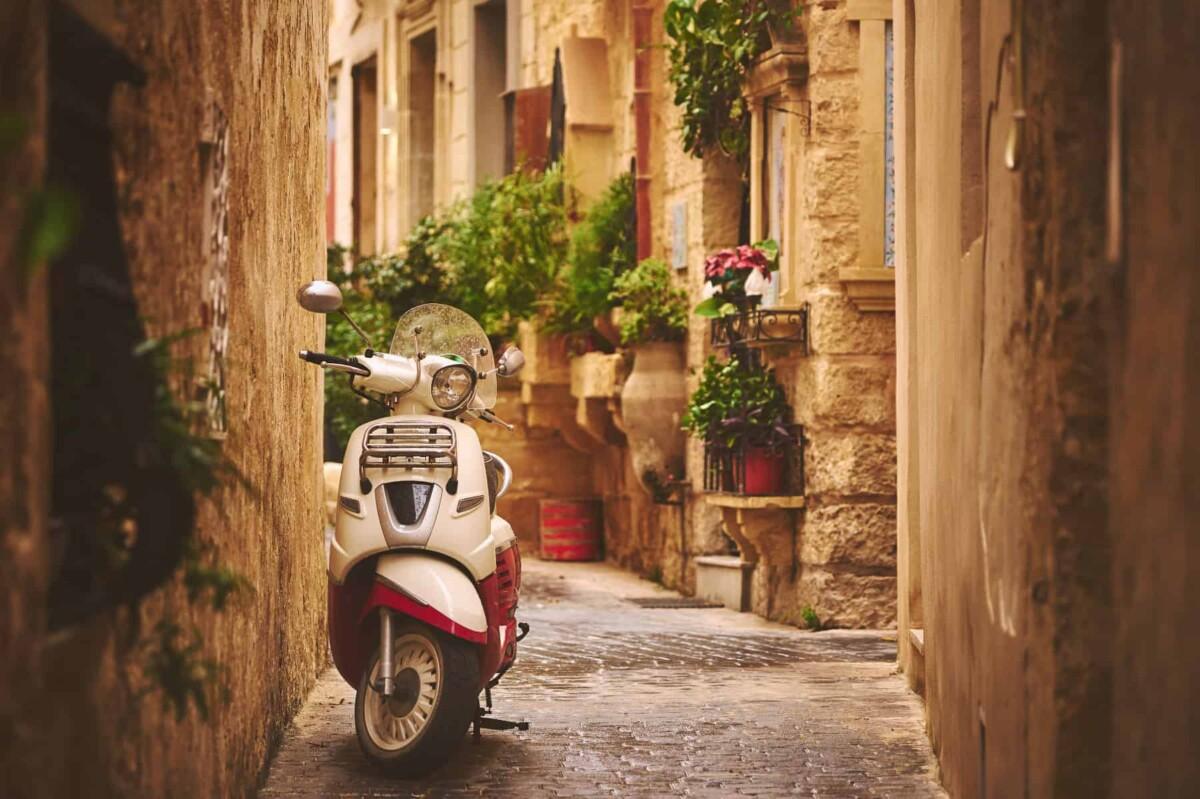 Living in Malta - narrow Maltese streets
