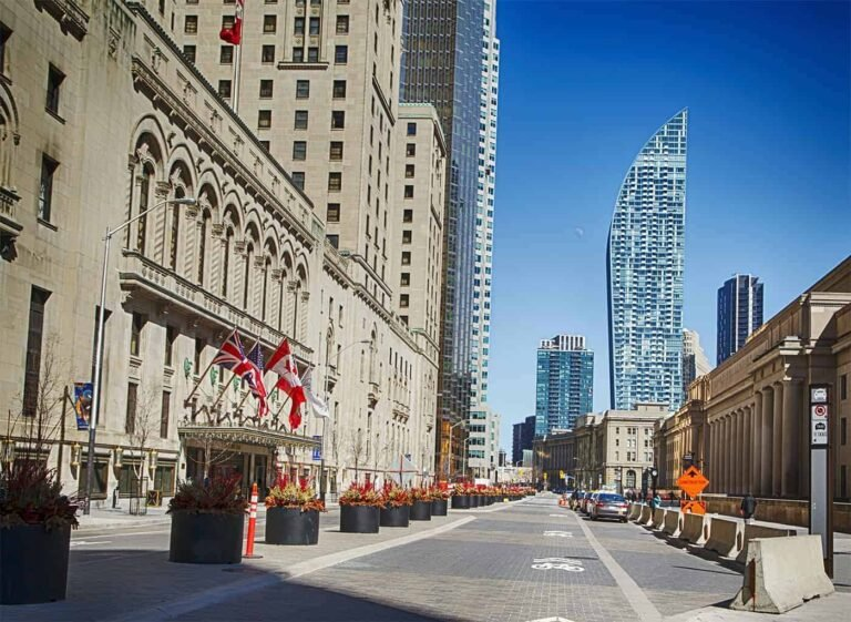 Canada - Living in Ottawa vs Toronto